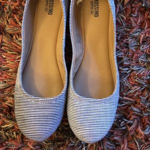 Mossimo Navy and White Striped Flat